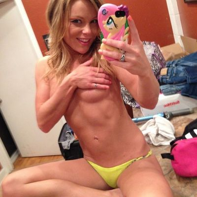 Sharie from M C B H Kaneohe Bay, Hawaii is looking for adult webcam chat